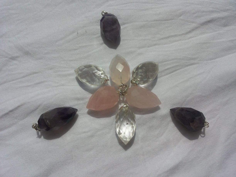 Venusblume-Lichtzentrum-Melinda-Hebenstreit-Nueziders Kristall Amethyst, Bergkristall, Rosenquarz Anhänger in AnanasForm