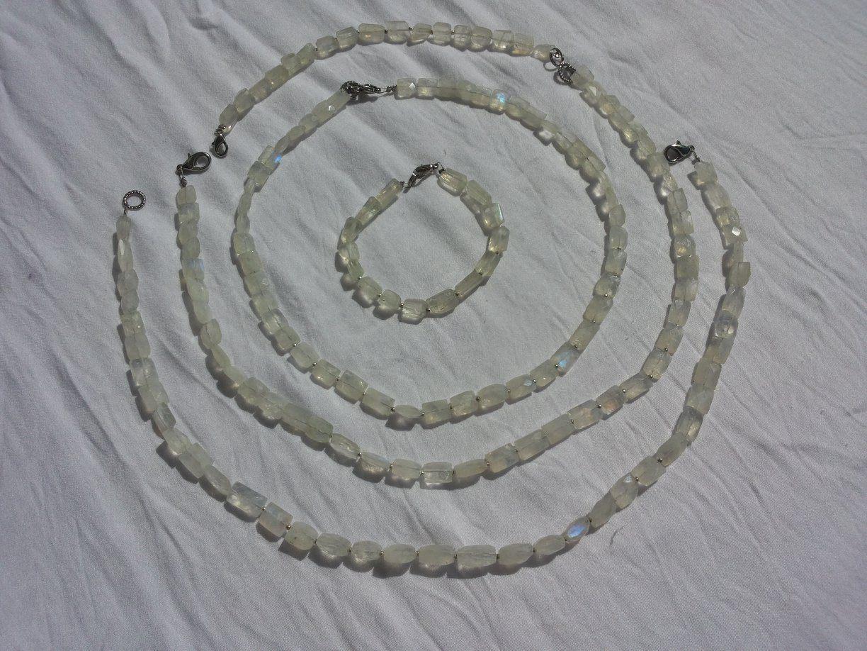 Venusblume-Lichtzentrum-Melinda-Hebenstreit-Nueziders Kristall RegebogenMondstein Kette Armband
